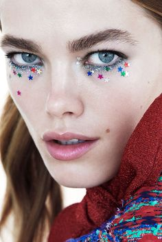 Nyt ei säästellä kimalluksessa – 4 upeaa glittermeikkiä