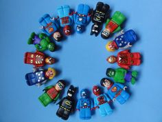 Bonecos Lego Avengers, modelados em biscuit.