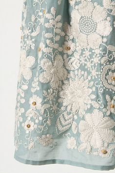 Gorgeous detail, Pale Blue inked/spray background, white chunky embossing powder