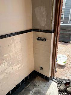 Hallway Inspiration, Interior Inspiration, Wood Fired Pizza, Vestibule, Bathroom Toilets, Big Houses, Toulouse, Bathroom Interior, Stairways