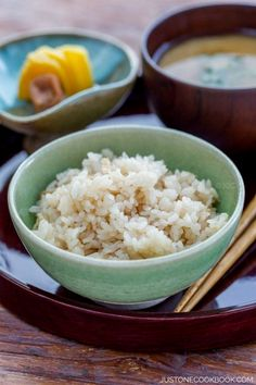 Ginger Rice - Cooked with ginger and soy sauce base sauce this Japanese Ginger Rice is so fragrant that you would enjoy it on its own. Add this healthy rice recipe to your weeknight dinner! Healthy Japanese Recipes, Healthy Rice Recipes, Healthy Side Dishes, Asian Recipes, Chinese Recipes, Vietnamese Recipes, Mexican Recipes, Japanese Ginger, Japanese Food