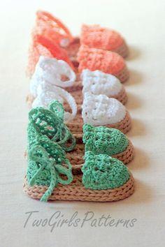 Sandales pour bébé fait au crochet. C'est trooop mignon.