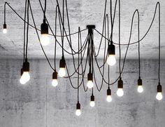 Scopri Sospensione Maman -modulabile / 14 lampadine LED, Nero di Seletti, Made In Design Italia