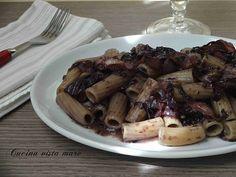 I tortiglioni al radicchio con panna di riso, un primo piatto semplice, la ricetta giusta per chi apprezza il gusto amaro caratteristico del radicchio.