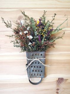 Rusty Vintage Grater Wreath with a Bouquet of Dried Flowers - Rusty Vi .- Rusty Vintage Grater Wreath with a Dried Flower Bouquet – Rusty Vintage Grater Wreath with a Dried Flower by theflowerpatch – Dried Flower Bouquet, Dried Flowers, Flowers Vase, Flower Bouquets, Paper Flowers, Country Decor, Rustic Decor, Country Kitchen Diy, Country Kitchen Interiors