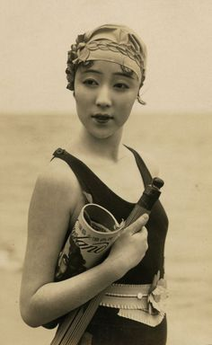 Ni Hongyan, Chinese film actress popular in the Chinese film industry in the late 1920s.
