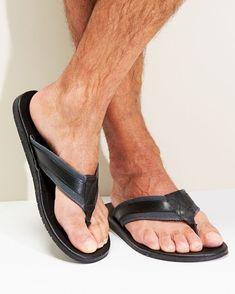 Cotton Traders Men's Leather Toe Post Sandals in Black Mens Flip Flops, Flip Flop Shoes, Mode Masculine, Mens Beach Shoes, Slipper Sandals, Men's Sandals, Barefoot Men, Hang Ten, Feet Soles