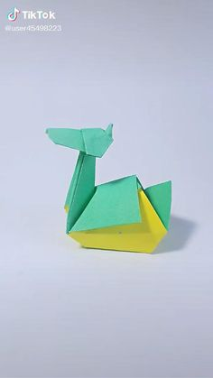 Origami Folding, Paper Crafts Origami, Origami Art, Cool Paper Crafts, Diy Arts And Crafts, Handmade Crafts, Origami Instructions, Origami Tutorial, Origami Diagrams