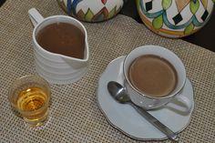Chocolate quente cremoso com conhaque