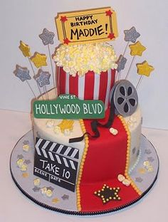 A Night at the Movies – Birthday cake made for a Hollywood themed party. Popcorn made of mini marshmallows. All other decorations are gumpaste and fondant. Devil's Food cake with buttercream icing. Movie Theme Cake, Movie Cakes, Movie Party, Party Party, Hollywood Cake, Hollywood Party, Hollywood Sign, Hollywood Birthday Parties, Themed Cakes
