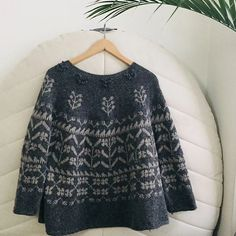 Ravelry 451908143857711336 - Ravelry: Project Gallery for Michel pattern by Junko Okamoto Source by Sweater Knitting Patterns, Knitting Designs, Knit Patterns, Fair Isle Knitting, Hand Knitting, Crochet Quilt, Knit Crochet, Diy Vetement, How To Purl Knit