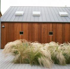 Жизнь на побережье: деревянный фасад дома