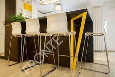 #Furniture #MadeToMeasure #ModernKitchen #InteriorDesign #FronteDesign Walnut Kitchen, Cozy House, Bar Stools, Interior Design, Furniture, Home Decor, Bar Stool Sports, Nest Design, Hickory Kitchen