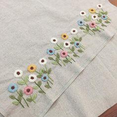 """264 Likes, 1 Comments - 봄빛퀼트&자수 (@bom33) on Instagram: """"9월 30일. 오늘의 자수^^ 며칠 전부터 만지작거리던 꽃밭 정리.. 날씨가 싸늘하져서 그런지 포근한 느낌의 울사에 자꾸 손이 간다. #embroidery #김해장유자수샵…"""""""