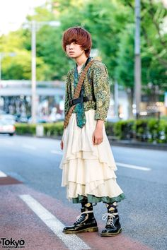 Double Neck Ties & Vintage Fashion in Harajuku w/ Leather Harness, Print Shirt, Tiered Skirt & Dr. Vintage Street Fashion, Quirky Fashion, Japanese Street Fashion, Tokyo Fashion, Harajuku Fashion, Kawaii Fashion, Fashion News, Men's Fashion, Asian Street Style