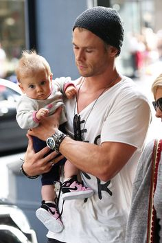 India Rose and dad Chris Hemsworth...hot men with babies = heart melted @Kaylene Stull adding to the collection