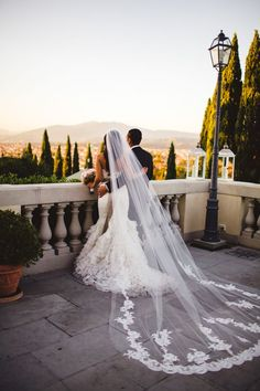 Spring Wedding Trends Of 2014: This stunning long veil matches the equally beautiful scenery - Hubub