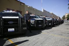 Con el objetivo de renovar y fortalecer el estado de fuerza, el gobernador del estado, Francisco Domínguez Servién, entregó 22 patrullas a corporaciones de seguridad de 13 municipios del estado, ...
