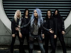 Stumbled on this band yesterday (arch enemy) liked it and listed more of it. Then found out their singer is a girl. Damn she has a powerful voice. I thought it would be some dude. Very impressed. Death Metal, Hunger Games Outfits, The Agonist, Rock Y Metal, Weekend Film, Alissa White, Extreme Metal, Arch Enemy, Band Photography