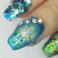 Blue glittery aquarium nails, perfect for a mermaid.