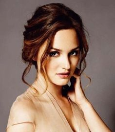 Leighton Meester Hairstyles: Graceful Updo