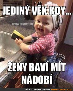 Jediný věk kdy… Funny Texts, Funny Jokes, Cool Pictures, Funny Pictures, English Jokes, Foto Baby, Good Jokes, Just Smile, Jokes Quotes