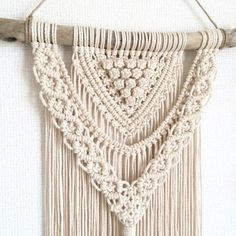 Love the knots and layers! Macrame Design, Macrame Art, Macrame Projects, Macrame Knots, Macrame Wall Hanger, Macrame Wall Hanging Patterns, Macrame Patterns, Fabric Crafts, Sewing Crafts