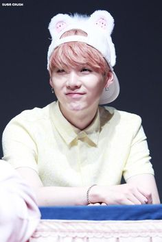I quit I can't take the fact that he's a rapper, look at him wtf... He is too damn cute even his predebut he looked adorable, don't change Suga, please.