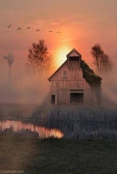 Old Barn with Sunrise - Bing Images Country Barns, Old Barns, Country Life, Country Living, Country Roads, Country Style, Foto Nature, All Nature, Beautiful World