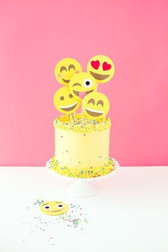 DIY Emoji Cake Topper | like-the-cheese.com for A Subtle Revelry