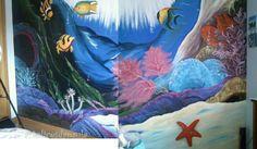 Parede do quarto da minha filha que pintei com o fundo do mar. Pintura baseada na revista pintura em tela.