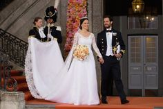 Prince Carl Philip of Sweden is seen with his new wife Princess Sofia of Sweden after their marriage ceremony at The Royal Palace on June 2015 in Stockholm, Sweden. (Photo by Andreas Rentz/Getty Images) Princess Sofia Of Sweden, Princess Victoria Of Sweden, Princess Eugenie, Crown Princess Victoria, Royal Wedding Gowns, Royal Weddings, Wedding Dresses, Eugenie Wedding, Princesa Charlene