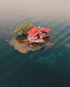 Would you live here? Thousand Islands, Wellesley Island, New York. Photo by – All Pictures Places To Travel, Places To See, Seaside Florida, Ontario Travel, Thousand Islands, Belle Villa, Unusual Things, Abandoned Places, Abandoned Ships