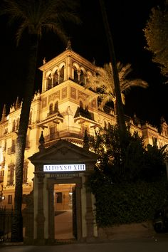 This palatial building is the Hotel Alfonso XIII. Majestic in every way, it is the grandest hotel in Seville - we could spend weeks here before we even ventured into the beautiful city!
