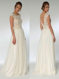 Spitzenbesetztes Brautkleid im Vintage-Stil mit fließendem Rock und tiefem Rückenausschnitt. Vintage Stil, Formal Dresses, Wedding Dresses, Model, Fashion, Photos, Dress Wedding, Bridal Gown, Dresses For Formal