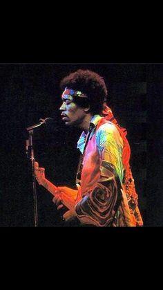 Jimi Hendrix Saiba mais sobre Lendas da Músicas no E-Book Gratuito – 25 VOZES QUE MUDARAM A HISTÓRIA DA MÚSICA em http://mundodemusicas.com/vozes-musica/