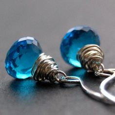 I'm not that addicted to blue color, but these earrings are amazing.