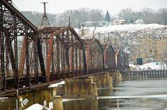 Railroad Bridge over Mississippi River in Dubuque Iowa by SD Dirk, via Flickr