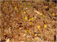 Op veler verzoek volgt hier een recept van Aros Brua. Technisch gezien is dit één van de gerechten die geen echt 'standaard' recept heeft. Net zoals de Indonesische nasi goreng en de Surinaamse moksi meti, is het gewoon een manier om de restjes van de  ...