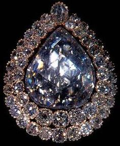 The Spoonmaker's Diamond (Turkish: Kaşıkçı Elması), the pride of the Topkapi Palace Museum.Turkey.. fourth largest diamond of its kind in the world is a 86 carats (17 g) pear-shaped diamond surrounded by a double row of 49 Old-mine cut diamonds .