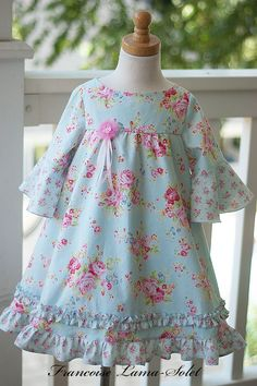 Emory dress with flared sleeves Girls Dresses Sewing, Dresses Kids Girl, Kids Outfits, Romper Pattern, Gown Pattern, Little Girl Fashion, Kids Fashion, Baby Frocks Designs, Dress Anak