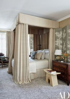 Michael S. Smith Revamps an Airy Chicago Duplex. In a guest room, the walls and folding screens are layered with Gracie wall coverings; a Frette bedspread, blanket, and linens dress the bed, and the vellum-clad stool is from Galere. Dream Bedroom, Home Bedroom, Bedroom Decor, Cottage Bedrooms, Bedroom Storage, Master Bedroom, Architectural Digest, Guest Room Decor, Guest Rooms