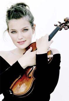 Janine Jansen - Mendelssohn Violin Concerto in E minor, Op. Violin Photography, Musician Photography, Portrait Photography, Recital, Janine Jansen, Violin Music, Music Photo, Poses, Music Love