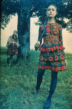 Ethno - I love the colors and shape of this dress. Copio*mas*Crio (copy*but*handmade) Folk Fashion, 1960s Fashion, Ethnic Fashion, Fashion Art, Vintage Fashion, Fashion Outfits, Fashion Design, Style 70s, Mode Style