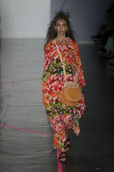 Inverno 2017 de Isabela Capeto mostra formas, cores e texturas do Cariri cearense - Vogue   Desfiles
