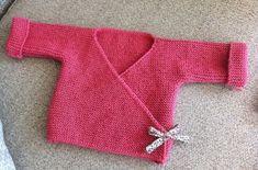 Tuto tricot layette pour bébé : un cache coeur en suivant les explications rang par rangs en Français