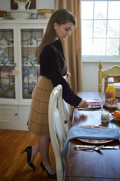 It's Sunday, so you know what that means! Brunch, my favorite meal, and though it's known for being. Preppy Fall Fashion, Preppy Look, Autumn Fashion, Preppy Outfits, Office Outfits, Classy And Fab, Prep Style, Sunday Brunch, Plaid Skirts