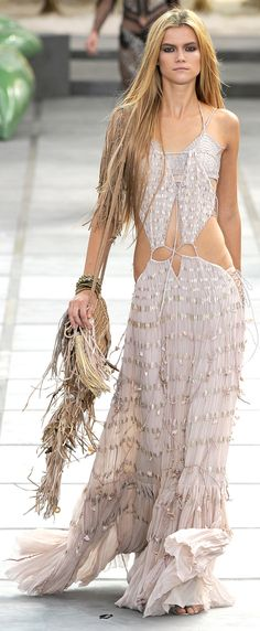 ☯☮ॐ Bohemian Hippie Style ~ City Boho . . . Step out in a gorgeous Vogue lace dress!