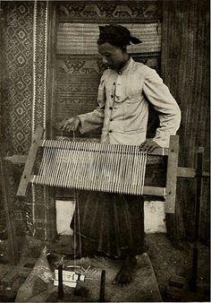 """Image from page 185 of """"De inlandsche kunstnijverheid in Nederlandsch Indië"""" (1912) by Internet Archive Book Images, via Flickr"""