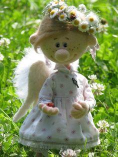 Авторские куклы Натальи Савиновой.Девочка -ангел очень любит гулять на лугу и плести веночек из ромашек.needle felting.